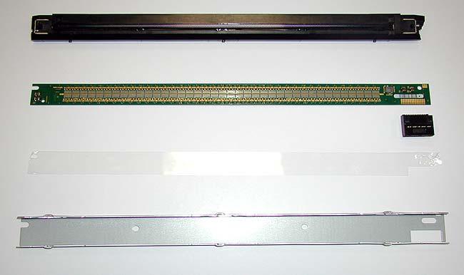 Конструкция светодиодной линейки - крышка с фокусирующими линзами, текстолитовая плата со светодиодами и контактной группой, диэлектрик и металлический корпус